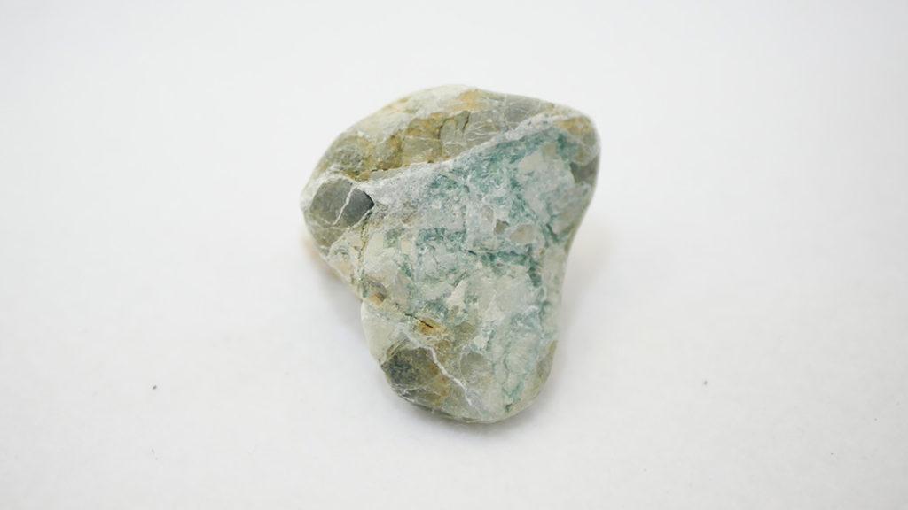 立石海岸で拾ったセラドン石っぽいもの