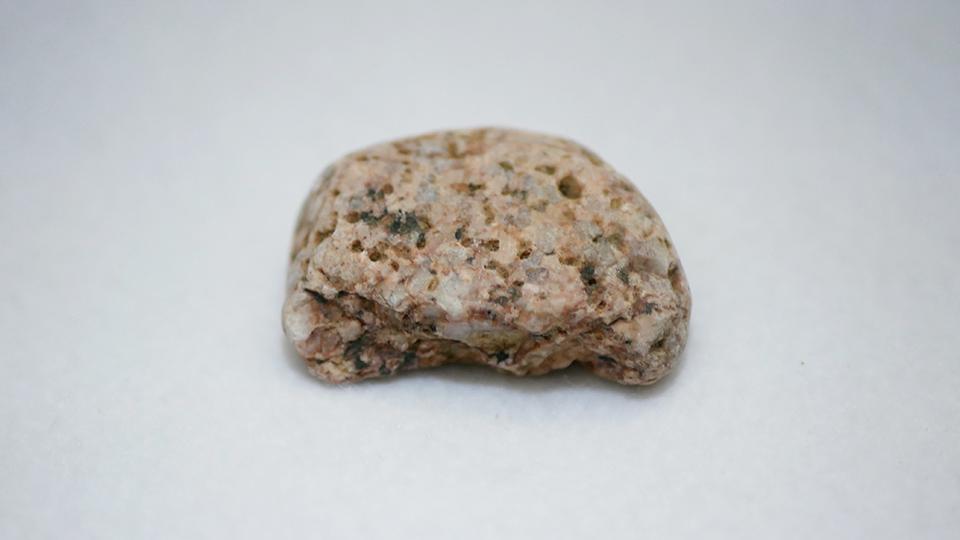 ピンクの花崗岩