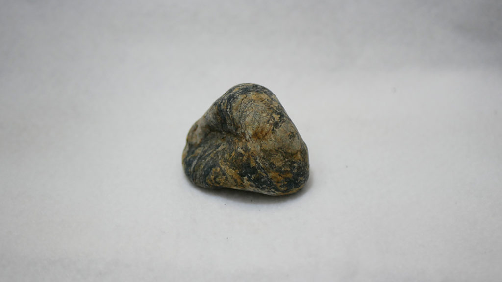 丹波川でひろったシマシマ石