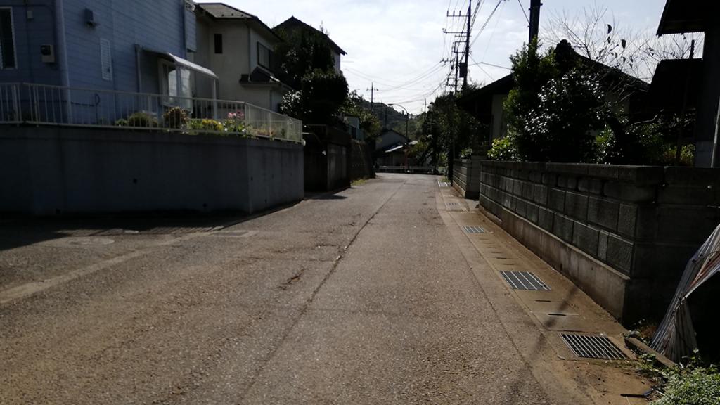 「峠」バス停を降りて渋沢鉱山へ