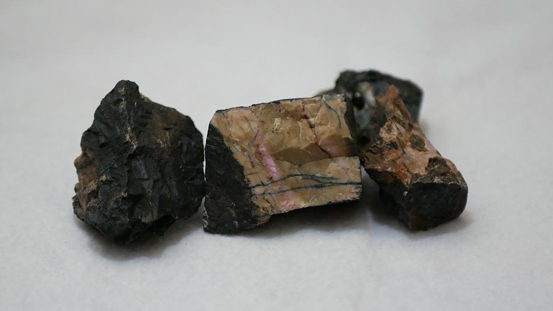 大宮鉱山跡で拾ったマンガン鉱