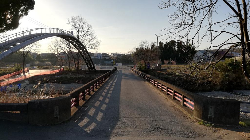 高麗川を渡る出世橋